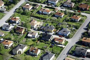 En negativ effekt av sänkta ränteavdrag är att det blir svårare att komma in på bostadsmarknaden. Ungdomar drabbas, liksom nyanlända.