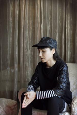 Laleh är på besök hemma i Sverige för att lansera sin nya musik och förbereda den kommande turnén. Till vardags bor hon i Los Angeles.