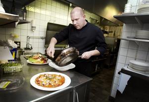 Kocken Carl-Johan Lutteman har lagat mat med mindre kolhydrater under hösten. I går lanserade Hotel City sin nya LCHF-meny, men själv har han inte hakat på trenden.
