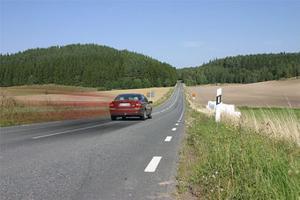 Riksväg 1. Från Huskvarna till Gränna kan man antingen köra E4 eller som här gamla Riksettan längre österut.