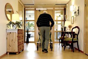 Chansen att få en plats på äldreboende avgörs inte av behovet, utan till stor del av var i landet man bor.