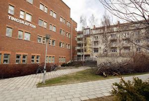 En 34-årig kvinna från Strömsunds kommun åtalas för att ha lurat till sig stora summor pengar.