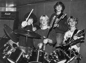 7. Admit hette de. Mer vet vi inte.   Uppdatering: Mats Jonsson kan berätta att detta är Ulf Andersson, Klas Eldh, Peter Olander och Lars Eldh, någon gång 1980-1981.