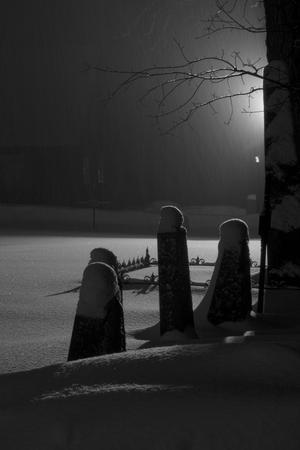 Bilden är tagen en kväll vid Skultuna kyrka när det snöade och blåste som allra mest. Det var kallt, blött och blåsigt, men väldigt vackert.
