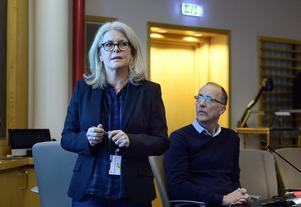 Eva Rönnbäck, verksamhetschef vid socialtjänsten, hoppas att personalen ska förstärkas i januari.