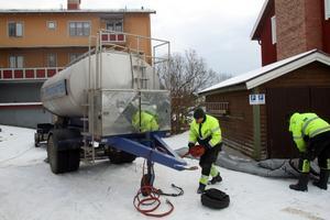Vattentankar finns nu uppställda vid hotellet och Myrbacka skola.