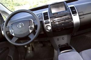 Bildtext 12-14: Multifunktion. På ratten sitter knappar för bekvämligheterna. MAP-knappen får navigeringskartan (i Executive-paketet) att visas på bildskärmen.Foto: Tomas Hägg