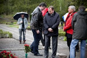Senare blev det kransnedläggning på de stupades grav på Gudmundrå kyrkogård.