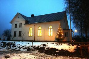 Bönhuset lyser upp vintermörkret.