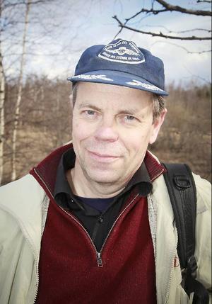 """""""Jag snubblade över en fjällbäck i Höglekardalen som talade till mig"""", säger frilansjournalisten Hans Månsson från Jämtland, som tagit bilderna till boken."""