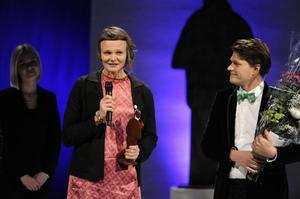 Bildtext 6: Nina Ulmaja tog emot priset i barn- och ungdomsklassen för sin bilderbok