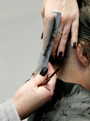 Just hygienen kring frisörernas arbetsredskap kontrolleras.