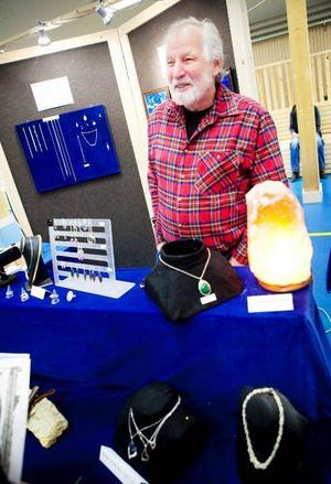 John Nordqvist, Föllinge, visade upp imponerande hantverk på Naturmässan i Föllinge. Som pensionär har han startat en liten affär i Föllinge, vars produkter han nu fick chansen att visa upp.