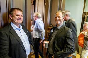 Sven-Erik Lindestam (S) och Magnus Svensson (C) är eniga om att det måste byggas nytt i Söderhamn.