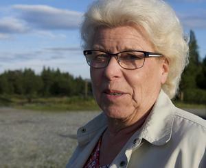 – Vägen är väldigt smal och det är inte lätt att möta stora bilar på vissa sträckor. Jag försöker stanna, säger Ulla Halvarsson i Högvålen som ofta åker de 3 milen till Tännäs.
