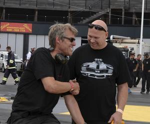 Gamla bekanta träffades. Här är det tidigare Pro stockföraren Tommy Leindahl, som hälsar på Jörgen Leanders från Alfta.