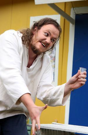 Efterlängtad dryck. Emil Holmgren var törstig.