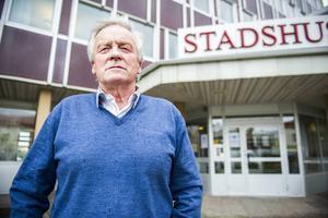 Ingvar Persson, oppositionsråd och ordförande Moderaterna: – Vi är för en bandyhall. Men vi kan inte bygga den med kommunala medel nu. Ekonomin är usel och vi måste prioritera skola, vård och omsorg. Vi tror att bandyn och en hall är bra för Bollnäs. Men i dagsläget är en hall som grädde på moset, vilket vi tyvärr inte har råd med. Ska det byggas föredrar vi dessutom SJ-området.