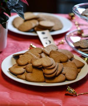 Runda eller hjärtformade? Formen spelar mindre roll tycker panelen som föredrar knapriga kakor med mycket smak.   Anders Wiklund/TT
