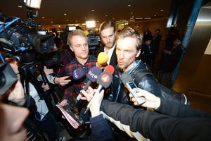 Olsson anländer till Arlanda efter VM-guldet i herrarnas femmil i Val di Fiemme 2013.