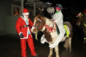 Luciatåg till häst i Tortuna!