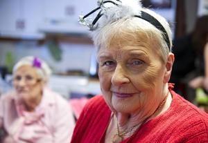 Alma Olsson med smink för första gången i sitt 96-åriga liv.