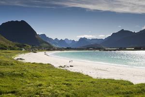 Bildtext 8: Vacker strand på Ramberg, Lofoten.   Foto: Visit Norway