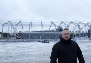 Bekab bygger ut i industriområdet och Ulrik Forsberg, vd, förklarar att byggnaderna kommer att användas under SCA:s projekt på Östrandsfabriken.