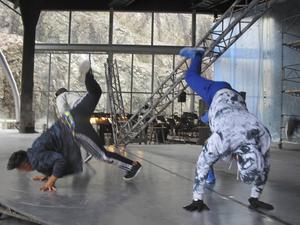 Unga dansare med streetdance och hiphop som specialitet skall sätta extra färg på Carmenuppsättningen.