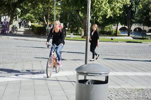 Hur kör du? Det råder rena rama anarkin bland cyklisterna i stan. De kör mot rött och på trottoarer. En del känner inte till att cykeln är ett fordon. Andra struntar blankt i trafikreglerna.
