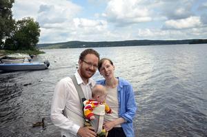 Bjudit in 35 gäster. Paret Svedbro/Granbom har varit tillsammans i åtta år och förlovade i fem. På söndag klockan 18 blir de man och hustru. Men kanske hade det dröjt ytterligare tio år innan de gift sig om inte denna chans dykt upp.