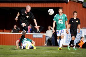 Stefan Lindmark har spelat i såväl Dalkurd som Brage. I bakgrunden ses ytterligare två spelare som gjort det – Erik Törnros och Benjamin Hjertstrand.