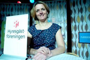 Charlotte Oster tycker att Östersundshem negligerar problemet med bostadsbristen i Östersund.