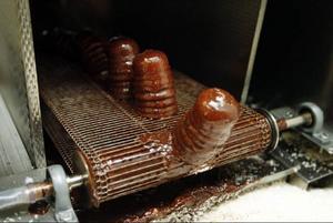 Efter chokladmaskinen ramlar bollen ner i cocosen.