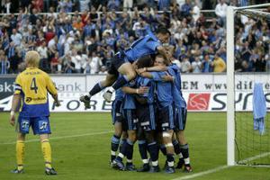 Jubel när Daniel Sjölund i Djurgården gjorde sitt andra mål och 2-0 mot GIF Sundsvall.