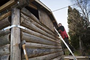 Innan julmarknaden ska Gunnar Larshow färdigställa Hillsands kulturgårds senaste tillskott. En