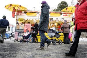 Langos, kolbullar, spanska friterade sötsaker, stut och mycket annat är representerat i matstånden på Gregoriemarknaden, men det behöver inte vara fel med en varmkorv heller.