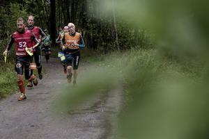 Bibben Nordblom och Lotta Nilsson på den första längre löpsträckan, på Runmarö.