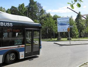Många kör för fort på Öster Mälarstrands allé, men förhoppningsvis inte den här bussen.
