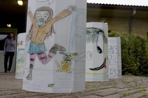 DESIGNADE SOPKORGAR. Gävles skolbarn har fått designa kommunens nya sopkorgar. Eleverna har skickat in sina förslag till tekniska kontoret. 51 förslag kom in och tio av dessa kommer att pryda skolornas sopkorgar.