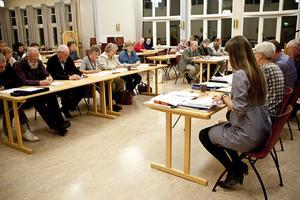 En majoritet av kyrkofullmäktige beslutade att fastigheterna i Backarvall och Valsjön ska säljas.