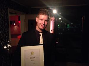 Jeff Tollbring med priset för årets lag.