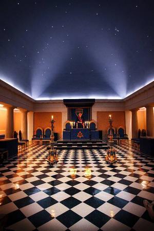 I den här lokalen i Rådhuset i Östersund har Frimurarna sina ritualer. Under lördagen hade Frimurarna öppet hus.