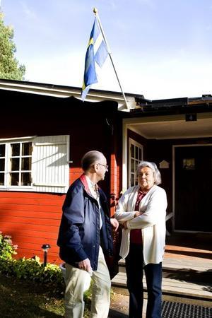 Agneta och Runo tillbringar vår, sommar och tidig höst i stugan på Fagernäsområdet.