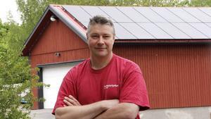 Kyrkogårdsföreståndaren Jens Gripenberth berättade 2016 i Bbl/AT om församlingens satsning på solpaneler.