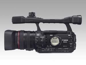 Se ut som ett proffs.Trött på att se ut som en amatör bara för att din hd-videokamera ser ut som en turistkamera? Då är det kanske läge att öppna plånboken lite extra och skaffa en semiproffskamera som den här XHA1 från Canon? Den ryms visserligen inte fickan men har massor av funktioner som enklare kameror saknar, bland annat separat ringar för fokus, zoom och bländare och 1080i-hd-inspelning med professionell kvalitet och valbar bildfrekvens.Prisintervall: 31 999–61 190 kronor.