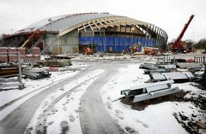 Vi tittar in i Göranssons Arena - en byggplats. Om fyra månader är det dags för slutbesiktningen. Foto: Lasse Halvarsson
