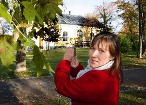"""Till årets utgåva av """"Jul i Jämtland"""" kommer Katarina Ryckenberg bland annat att skriva en artikel om Gamla kyrkan  i Östersund. Det kan bli en av de sista artiklarna hon gör för tidningen.  Foto: Jan Andersson"""