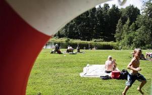 Leif Andersson, enhetschef vid Fritid på kommunen berättar att det händer att båtarna stjäls.-- Värst drabbat är Båtstabadet, kanske för att det ligger närmast stan och det är ofta fester där på kvällarna. FOTO: ANNIKA BJÖRNDOTTER