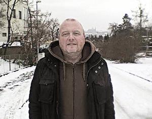 """PRAGVINTER. Mats """"Mattan"""" Pettersson firar 50-årsdagen i Prag, där han och familjen bor i ett hus med hänförande utsikt över hela stan.  Foto: Privat"""
